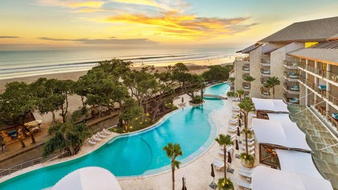 How To Stay at Hotels For Free with Influencer Marketing