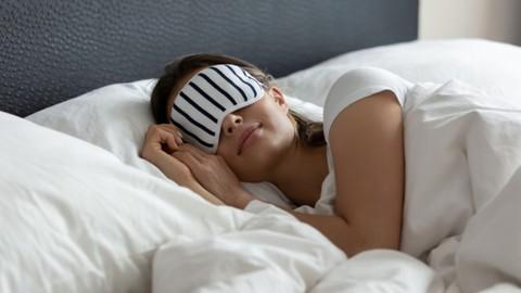 7 sleep hacking tips to fall asleep fast (100% natural)