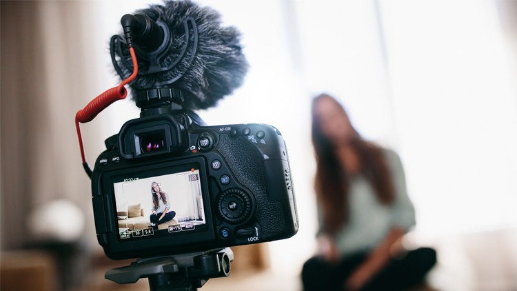 Vlogging for Beginners: Learn How to Create a Vlog